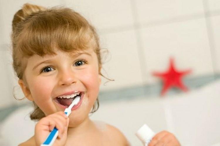 ¿Limpias de forma adecuada tu cepillo de dientes?
