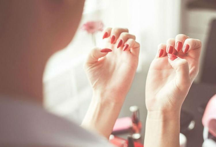 Morderse las uñas daña la salud dental