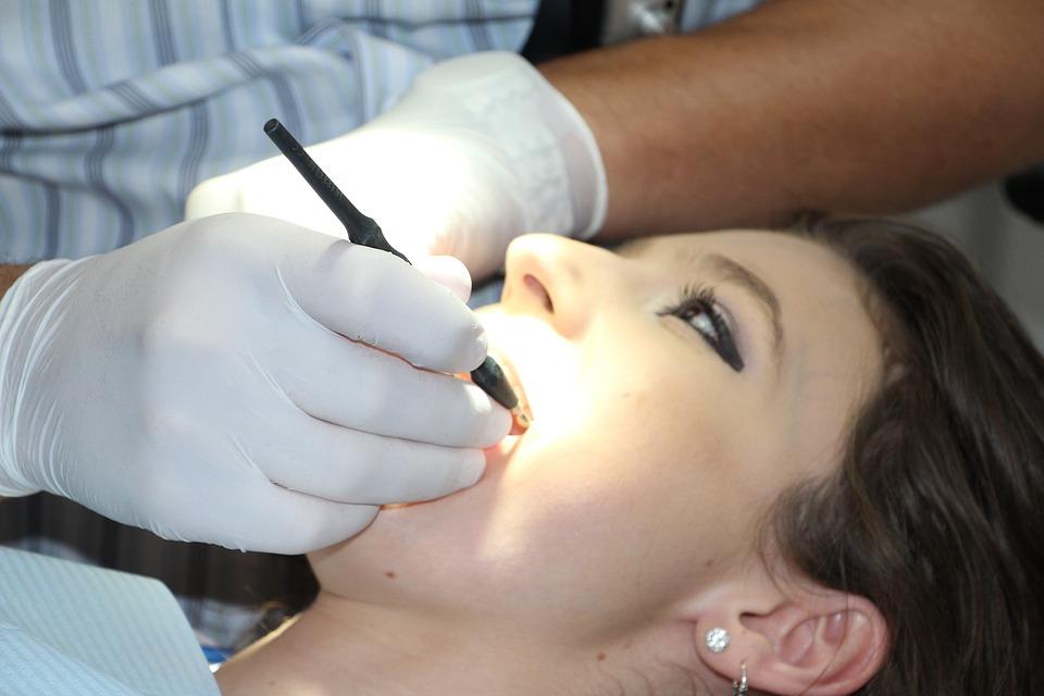 Hábitos que estropean nuestros dientes
