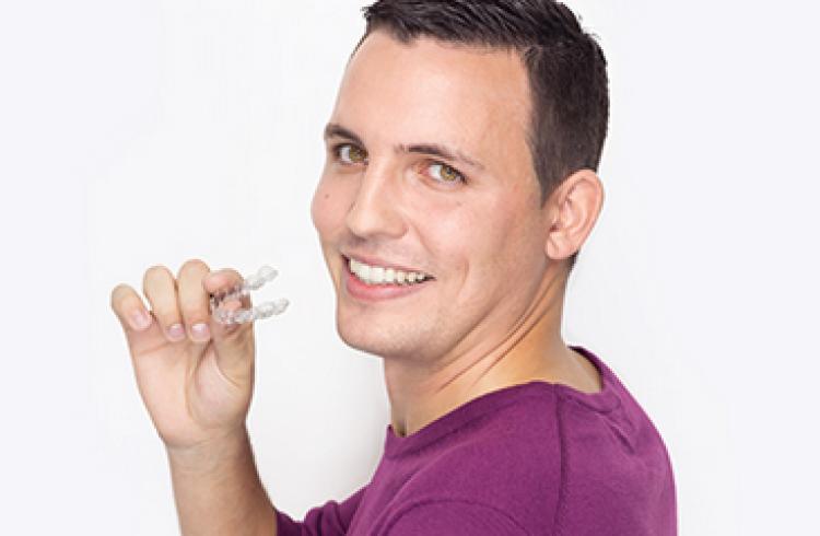 Dientes perfectos con la ortodoncia Invisalign